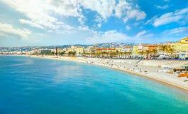 Playa y orilla del mar en Niza ` Azur, Francia de Cote d imagen de archivo libre de regalías
