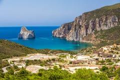 Playa y Pan di Zucchero, Costa Verde, Cerdeña, Italia de Spaggia di Masua fotografía de archivo libre de regalías