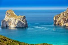 Playa y Pan di Zucchero, Costa Verde, Cerdeña, Italia de Spaggia di Masua imagen de archivo libre de regalías