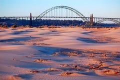 Playa y puente Fotografía de archivo