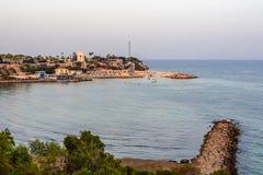 Playa y puerto en el cabo Foto de archivo