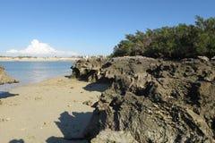 Playa y rocas Fotos de archivo libres de regalías