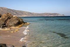 Playa y rocas de Elafonissos imagen de archivo libre de regalías
