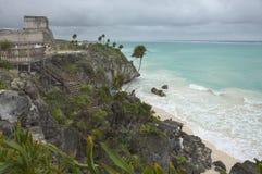 Playa y ruinas fotografía de archivo libre de regalías