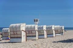 Playa y sillas de playa en Dahme Fotos de archivo libres de regalías