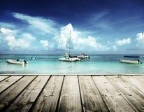 Playa y yates del Caribe Imágenes de archivo libres de regalías