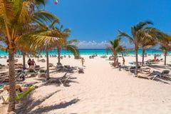 Playacar-Strand in karibischem Meer in Mexiko Stockbilder