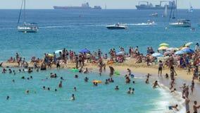 Playas de la ciudad de Barcelona Lapso de tiempo Inclinar-cambie de puesto el efecto 4K almacen de metraje de vídeo