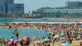 Playas de la ciudad de Barcelona Lapso de tiempo Inclinar-cambie de puesto el efecto 4K almacen de video