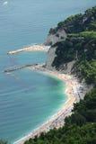 Playas de Sirolo, Italia imagen de archivo