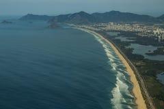 Playas largas y maravillosas, playa del DOS Bandeirantes de Recreio, Rio de Janeiro Brazil foto de archivo libre de regalías