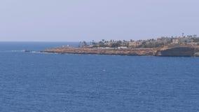 Playas y hoteles en Egipto cerca de la l?nea de la playa en Rocky Beach Sharm el Sheikh almacen de video