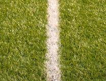 Playfield gräns Closeupsikt till vita linjer på fotbolllekplats Detalj av a av vita linjer Arkivfoton