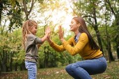playful Tempo da filha da mãe fotos de stock royalty free