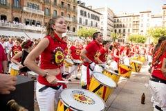 Playin de fille de fiesta de l'Espagne Navarra Pamplona le 10 juillet 2015 S Firmino Image libre de droits