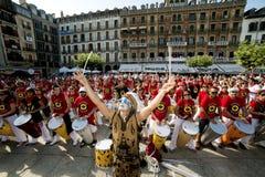 Playin för Spanien Navarra Pamplona 10 Juli 2015 S Firmino fiestamusikband Fotografering för Bildbyråer