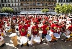 Playin för Spanien Navarra Pamplona 10 Juli 2015 S Firmino fiestamusikband Arkivfoton