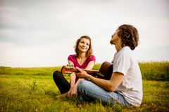 Playing guitar - romantic couple Royalty Free Stock Photos