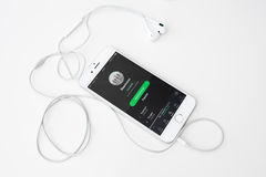 Playing music on iPhone 6S