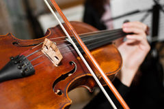Playing the violin Royalty Free Stock Photos