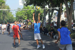 Playing volleyball in the streets Stock Photography