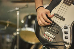 Playng Acoustica bass Royalty Free Stock Images
