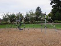 Playplace pour des enfants en parc images libres de droits