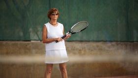 plays senior tennis woman Στοκ φωτογραφία με δικαίωμα ελεύθερης χρήσης