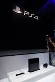 PlayStation 4 και PS4 λογότυπο Στοκ φωτογραφία με δικαίωμα ελεύθερης χρήσης
