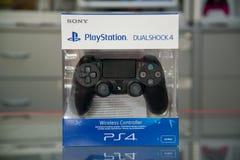 Playstation της Sony dualshock ο Μαύρος 4 ελεγκτών Στοκ εικόνες με δικαίωμα ελεύθερης χρήσης