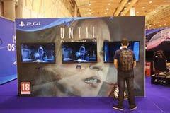 Playstation 4 hasta amanecer en un convenio de los juegos Fotografía de archivo
