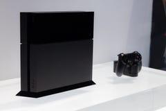 Playstation 4 y Dualshock 4 Imagen de archivo libre de regalías
