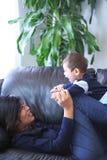Playtime con la mamma Fotografia Stock Libera da Diritti