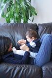 Playtime con la mamma Fotografie Stock Libere da Diritti