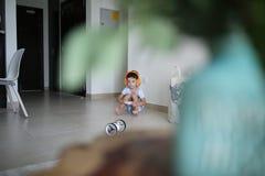 Playtine met opnieuw technologiestuk speelgoed royalty-vrije stock afbeeldingen