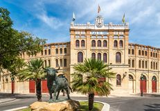 Plaza与斗牛场的de Toros在El Puerto de圣玛丽亚镇,西班牙 库存照片