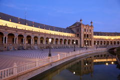 plaza在黄昏的de西班牙。塞维利亚,西班牙 库存照片