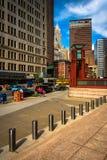 Plaza και ουρανοξύστες στο Λόουερ Μανχάταν, Νέα Υόρκη Στοκ Φωτογραφία
