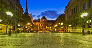 Plaza πόλεων τη νύχτα Στοκ φωτογραφία με δικαίωμα ελεύθερης χρήσης