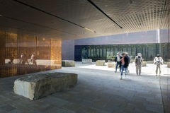 Plaza στην είσοδο de Young Museum Στοκ εικόνα με δικαίωμα ελεύθερης χρήσης