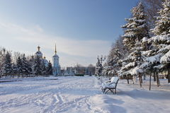 Plaza στην πόλη το πρωί μετά από χιονοπτώσεις Στοκ φωτογραφία με δικαίωμα ελεύθερης χρήσης