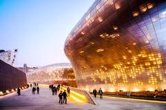 Plaza σχεδίου Dongdaemun τη νύχτα, Σεούλ, Νότια Κορέα Στοκ εικόνα με δικαίωμα ελεύθερης χρήσης