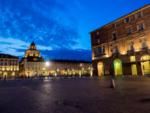 Plaza Castello de la ciudad de Turín Italia en la noche Foto de archivo