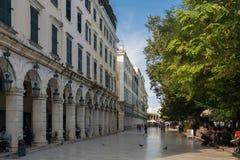 Plaza central de Corfú, Grecia fotos de archivo