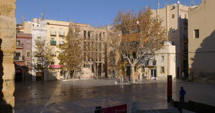 Plaza da cidade de Tarragona na luz 4k spain do sol vídeos de arquivo