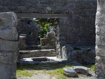 Plaza dans le site archéologique maya de Tulum Images libres de droits