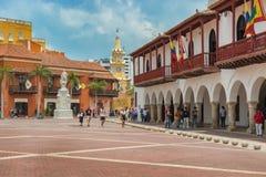 Plaza de在背景t的la Aduana和钟楼门 库存照片