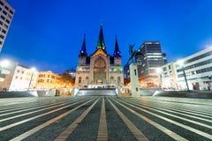 Plaza de波利瓦在马尼萨莱斯在晚上 免版税库存图片