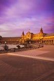 Plaza de西班牙在黄昏的塞维利亚,西班牙 免版税库存图片