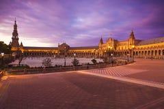 Plaza de西班牙在黄昏的塞维利亚,西班牙 免版税库存照片